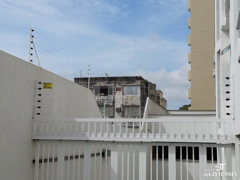 4. Cerca electrica residencial 2 scaled 2